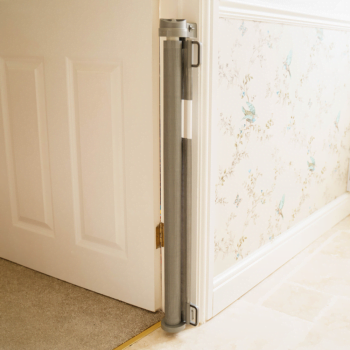Callowesse© Air Retractable Stair Gate & Free Spacers 0-140cm