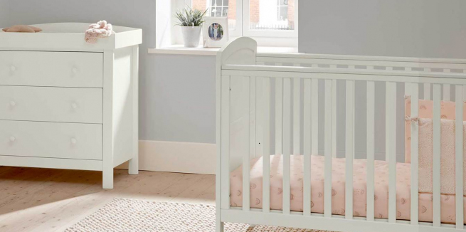 Mamas and papas dover cot and dresser